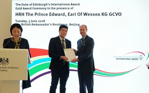 DEA Gold Award meets HRH Prince Edward  540x0329