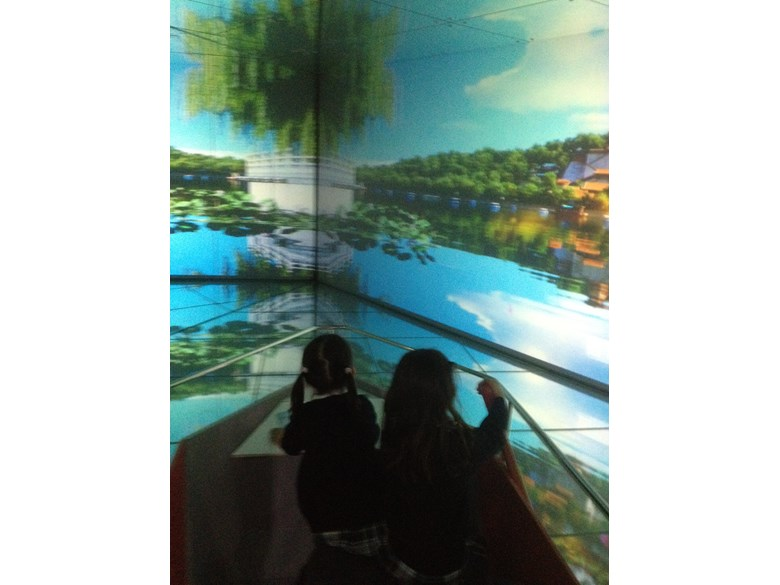Year 2 students rowing a virtual boat at the Urban Planning Museum