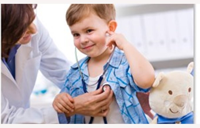Images shows a doctor listening to a young childs chest, boy smiling, Doctors office, Shanghai United family hospital, School, things to do in Shanghai, Shanghai China, what to do in Shanghai, health, Teddy Bear, Shanghai united clinic SRC