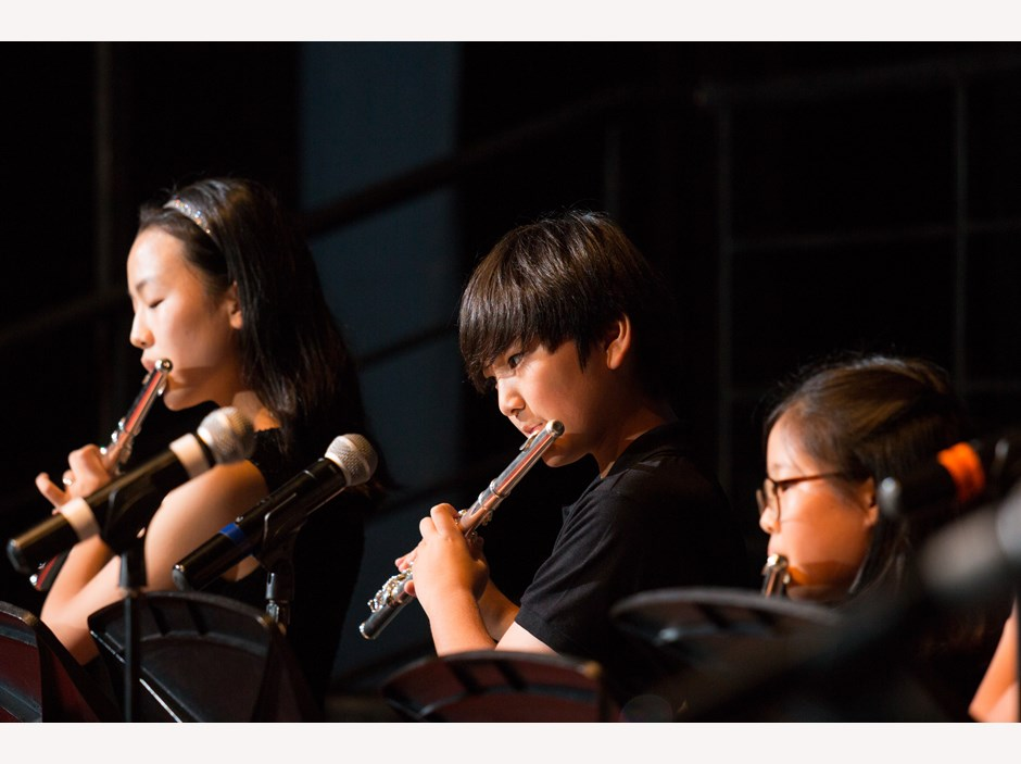 AP2 students play flute at Christmas Concert 2015