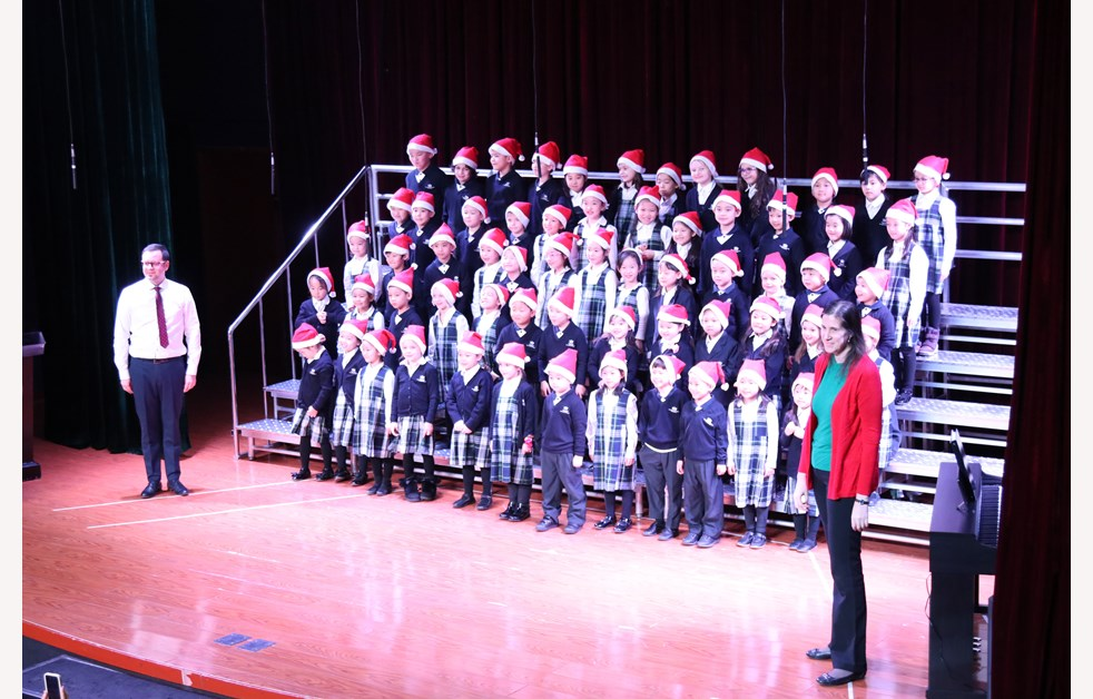 2019 Christmas Fayre Year 1 & 2 Choir IMG_5051