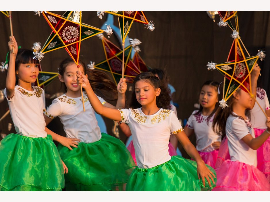 Students dancing with star lanterns