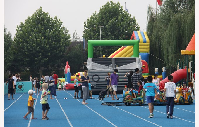 Welcome back picnic 2014 bouncy castles