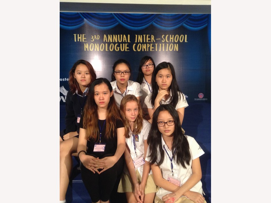 Group of students participate Monologue competition