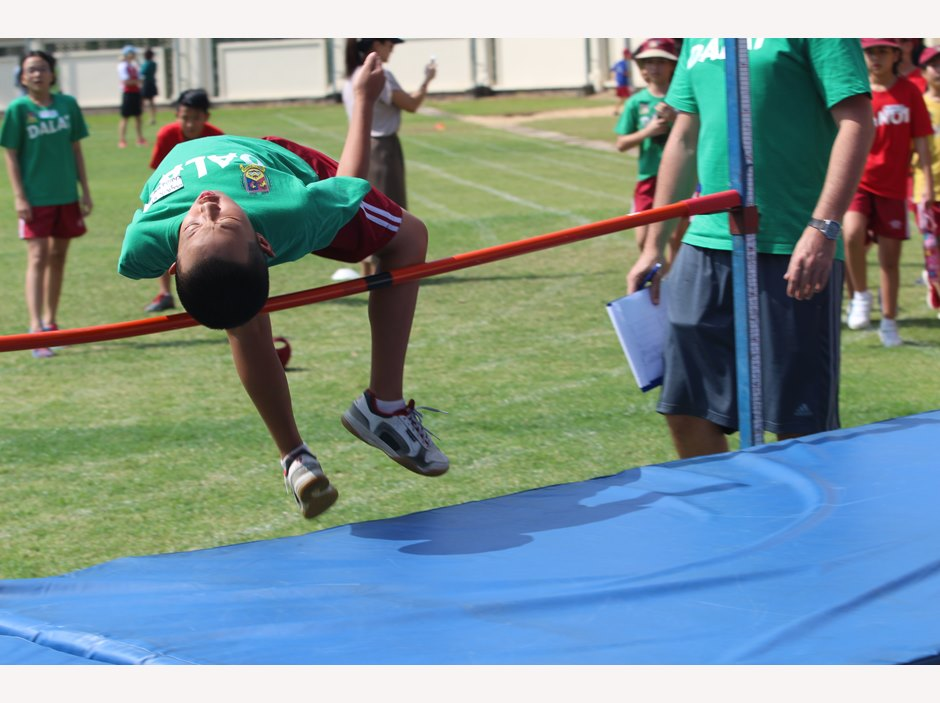TX student in high jumping competition