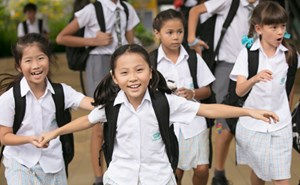 Upper Primary Students Arrive at School