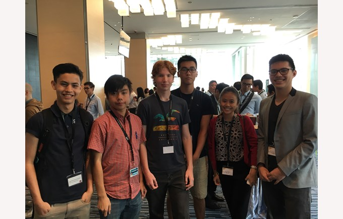 BIS Students at the Wearable Technologies Conference 2016 1