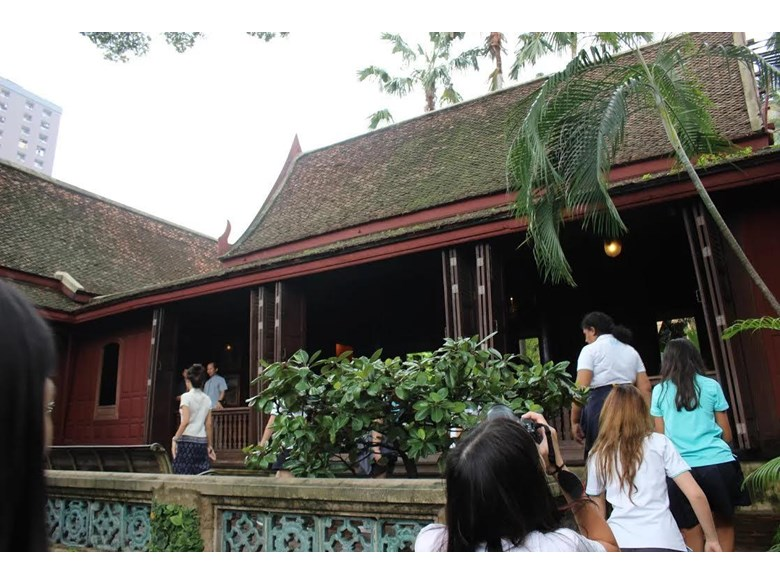Year 10 Art students visit Jim Thompson's House.