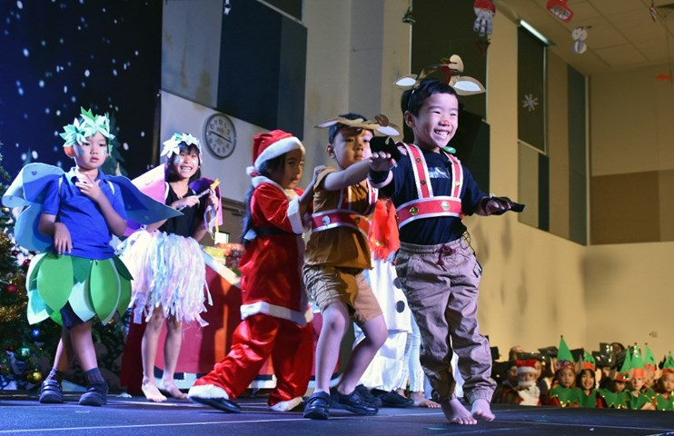 Year 1 Christmas Production (2)
