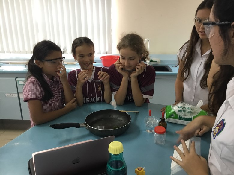 Year 5 Visit the Secondary Campus for Shoestring Science (10)