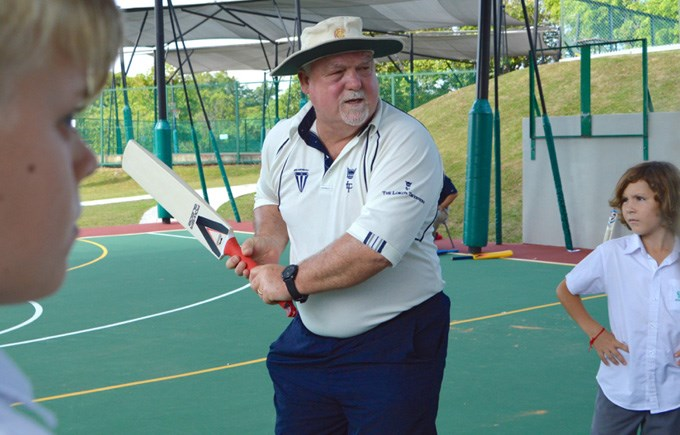 Year 6 Cricket Coaching Session with Mike Gatting