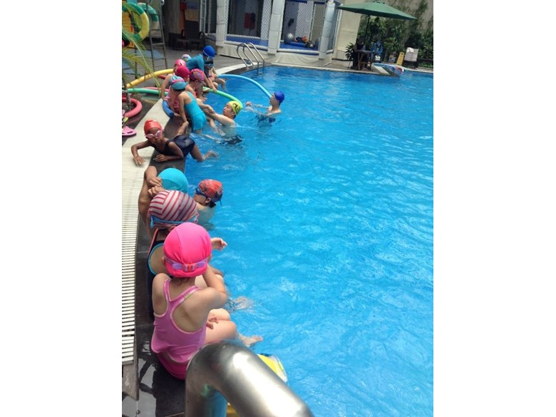 Reception Swimming
