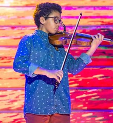 Jaime Infante Prodigios playing violin TV show