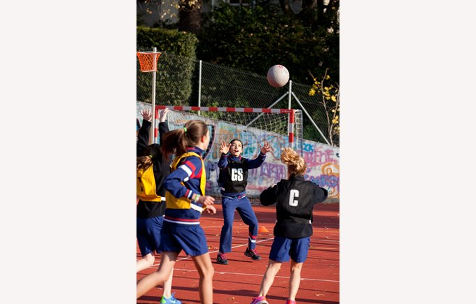 students playing netball