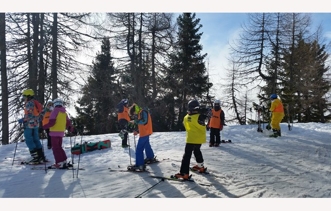 BISB students skiing