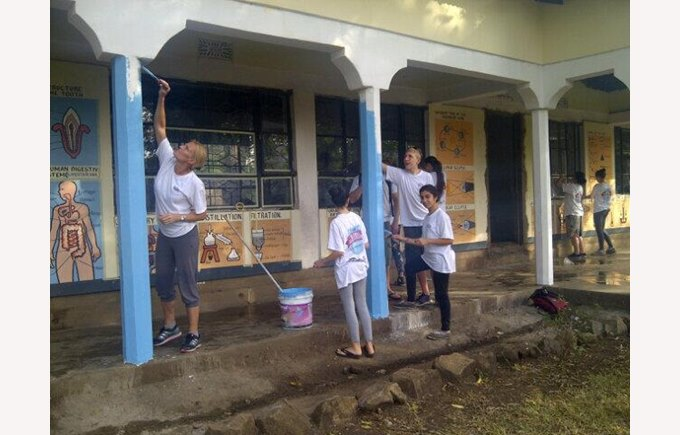Painting the Maua School