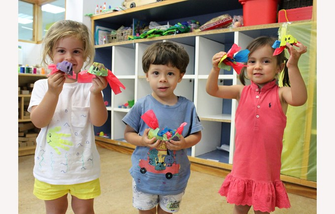 ICS summer camp campamento de verano madrid kids with toys