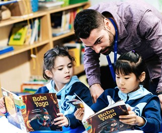 ICS Madrid Primary Class Reading with Teacher
