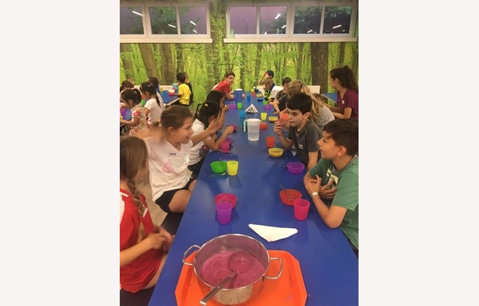 summer camp kids eating