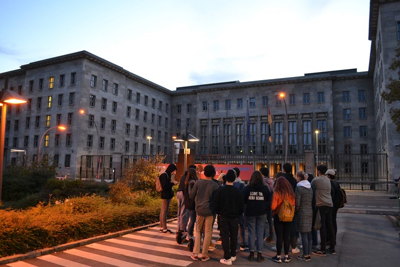 Trip to Berlin October 2019 guided tour students at night