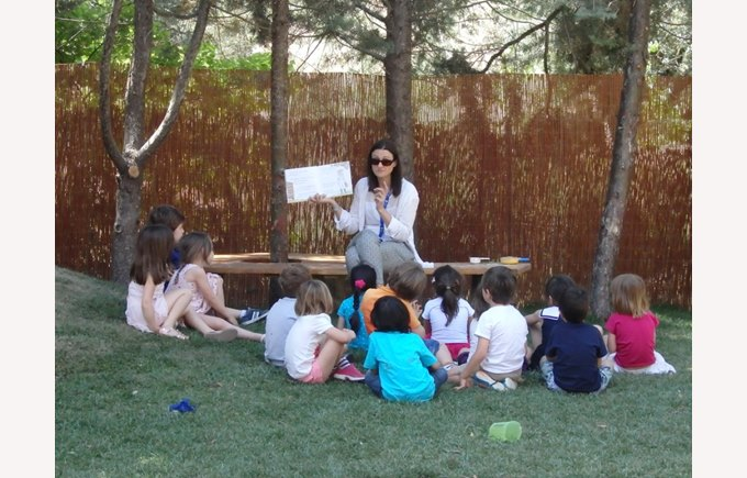 Reading to the children in Kindergarden in the new garden