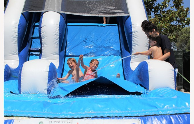 ICS Summer Camps Campamentos de Verano waterslide