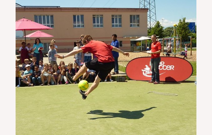 Football freestyle champion in Nyon !