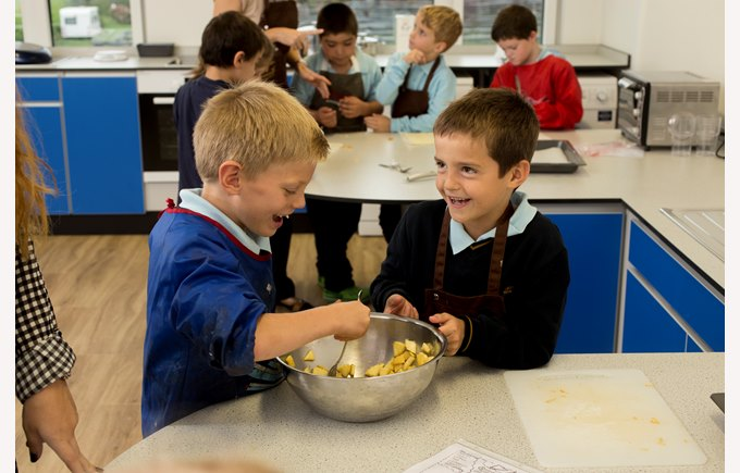 La Cuisine and primary students cooking