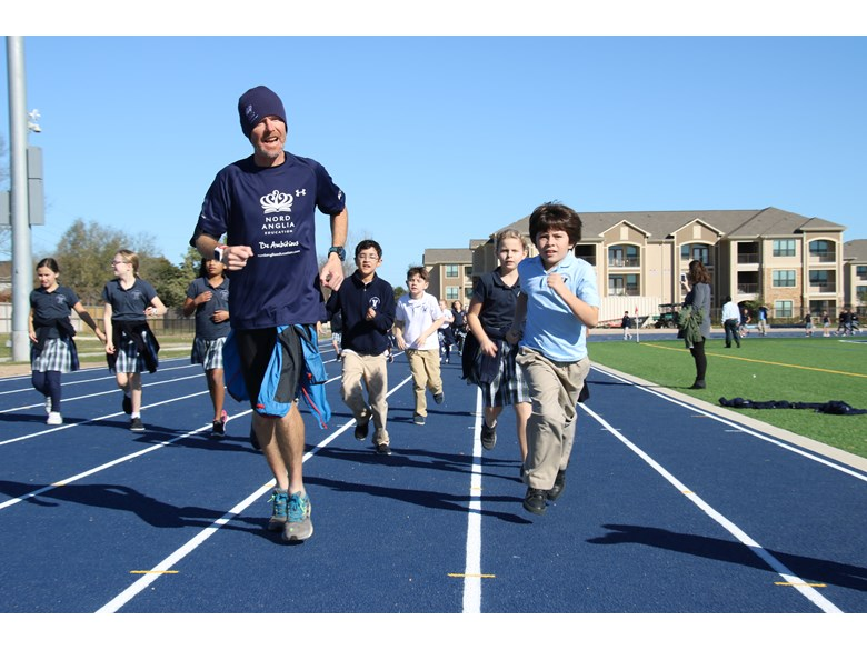 Jim Gump Runs with Elementary Students