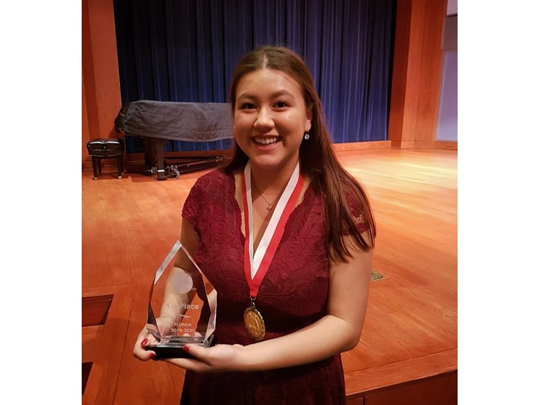 Shayna Singer Wins 1st Prize at the Schmidt Vocal Competition